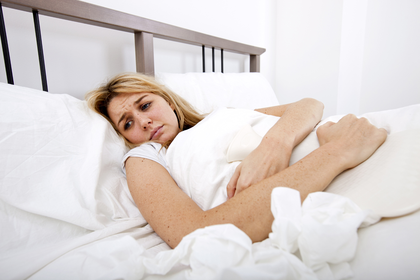 Woman-suffering-from-abdomen-pain-in-bed.jpg